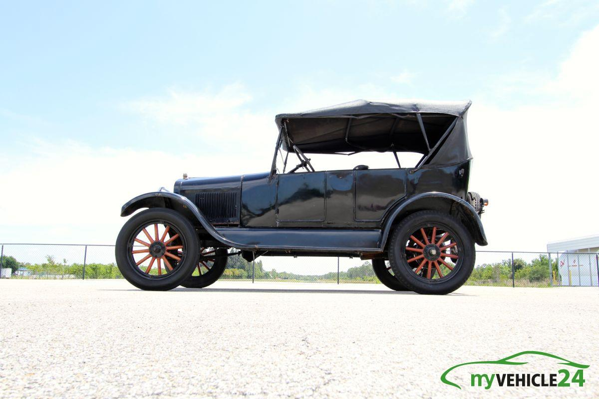 1926 Ford Model T Convertible - O-068